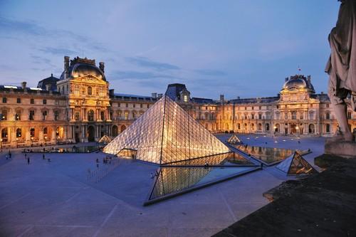 Musée du Louvre, Napoleon Courtyard and Pyramid (c) 2009 Musée du Louvre  Stéphane Olivier